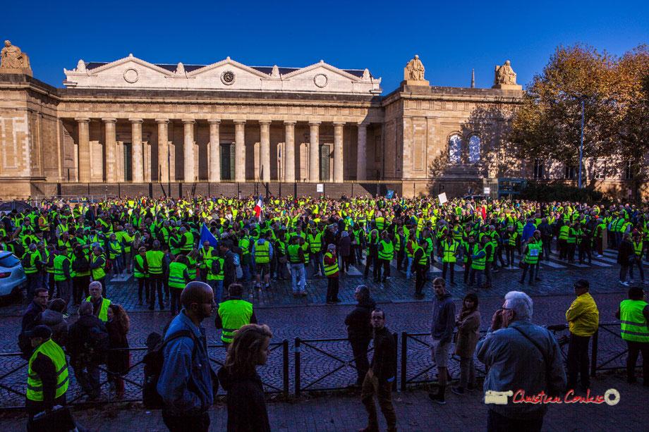11h00, place de la République, Bordeaux; des centaines puis mille cinq cent à deux milles personnes ont défilées.