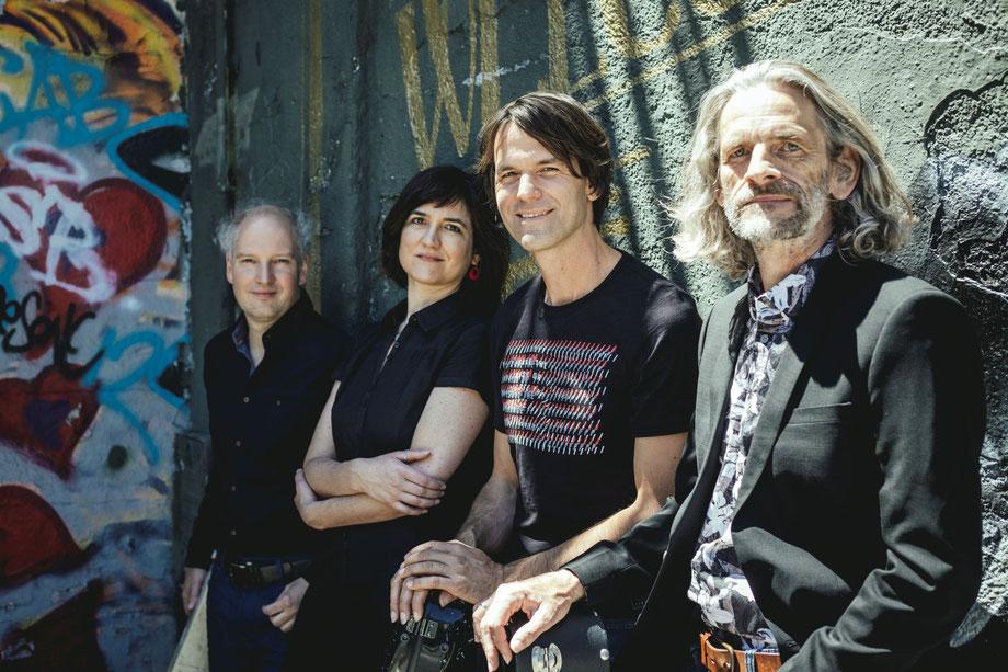 Machado Quartett - painted black