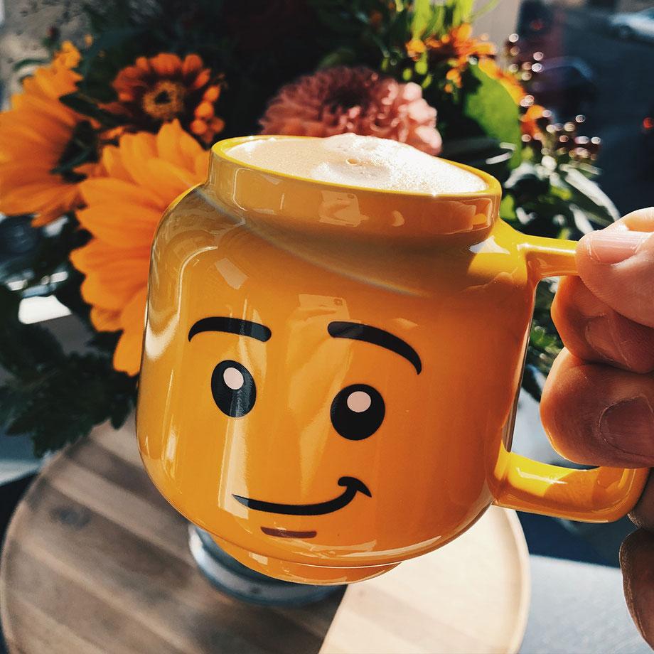 So holst Du Dir das Freizeitpark-Feeling nach Hause! Tasse aus dem LEGOLAND Billund!
