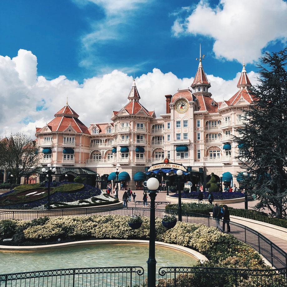 Das Disneyland Hotel - Hotel aber gleichzeitig auch der Parkeingang