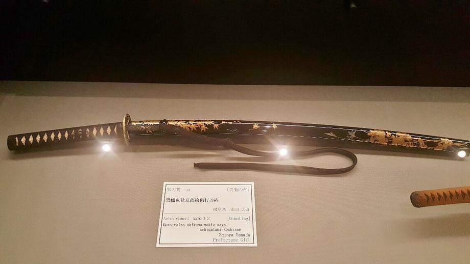 日本的な模様が美しい鞘。