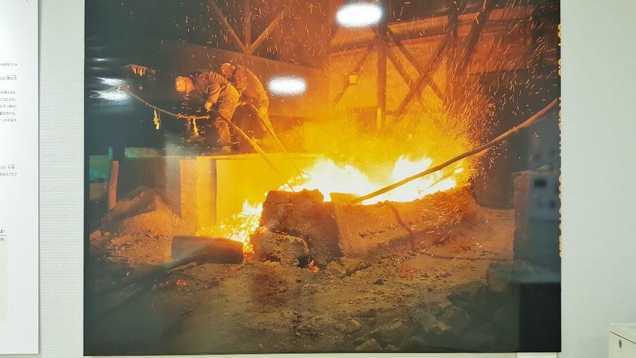 たたら製鉄の職人達。