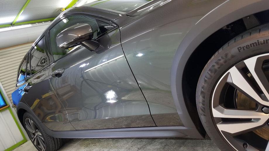 新車のV60のナノガラスコーティング 鏡面の輝き 埼玉の車磨き専門店