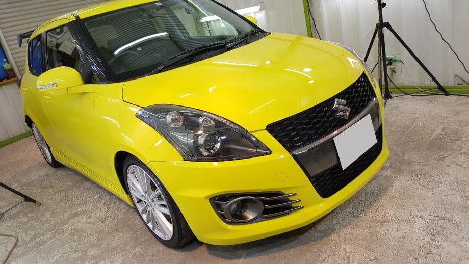 スイフトスポーツのナノガラスコーティング施工 埼玉三芳の車磨き専門店 黄色い車の白ボケ改善