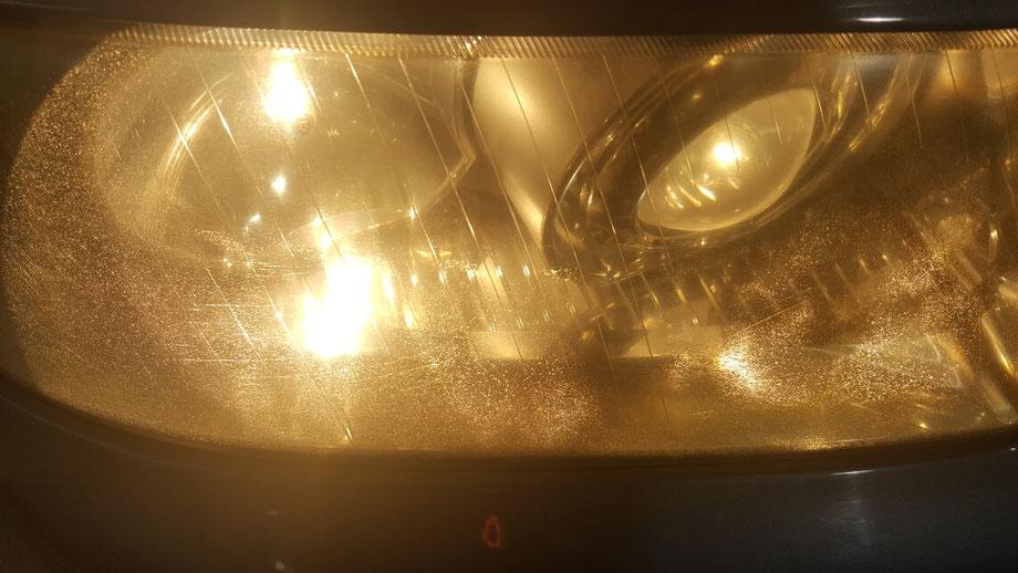 アウディA3のヘッドライトのひび・クラック
