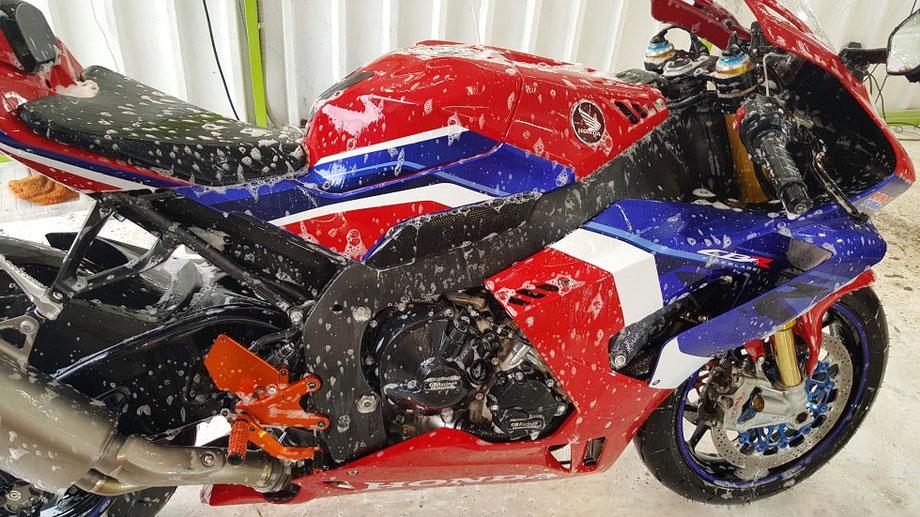 cbr1000rrr 洗車 コーティング 埼玉のバイク磨き専門店