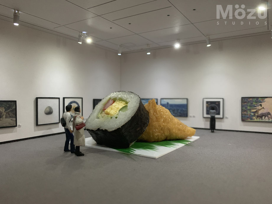 ミニチュア美術館と本物のお寿司