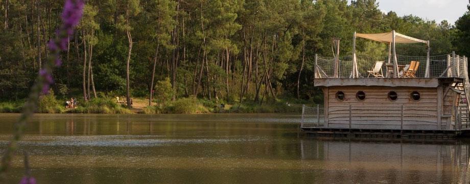 Cabane sur l'eau, cabane flottante, cabane Dordogne