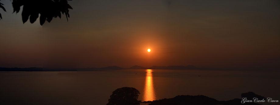 Uno dei tramonti dalle colline di Sivota