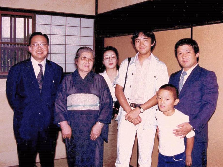秋篠宮殿下 文仁親王 紀子様 眞子様 佳子様 今西家ご訪問  Imperial Prince Fumihito