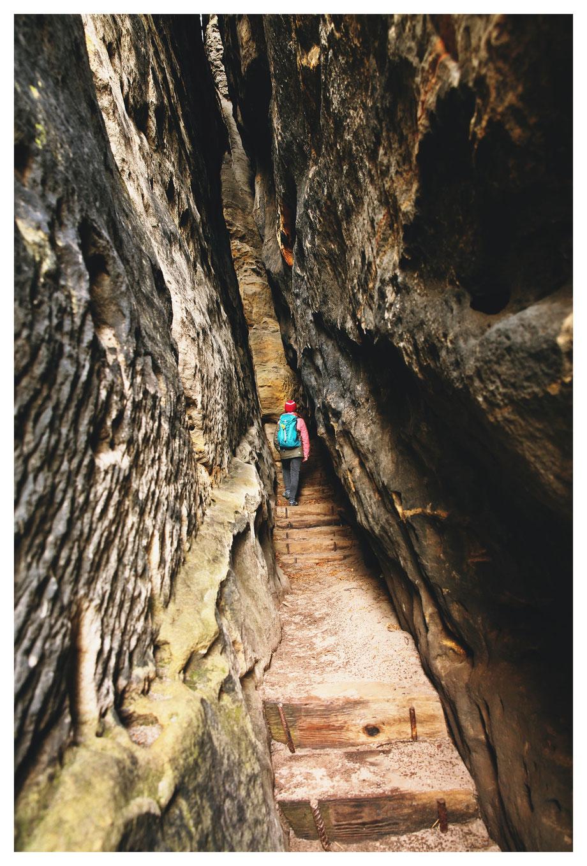 Die Falkenschlucht, ein teilweise künstlich erweiterter Felsenriss, der bis zum Gipfel reicht