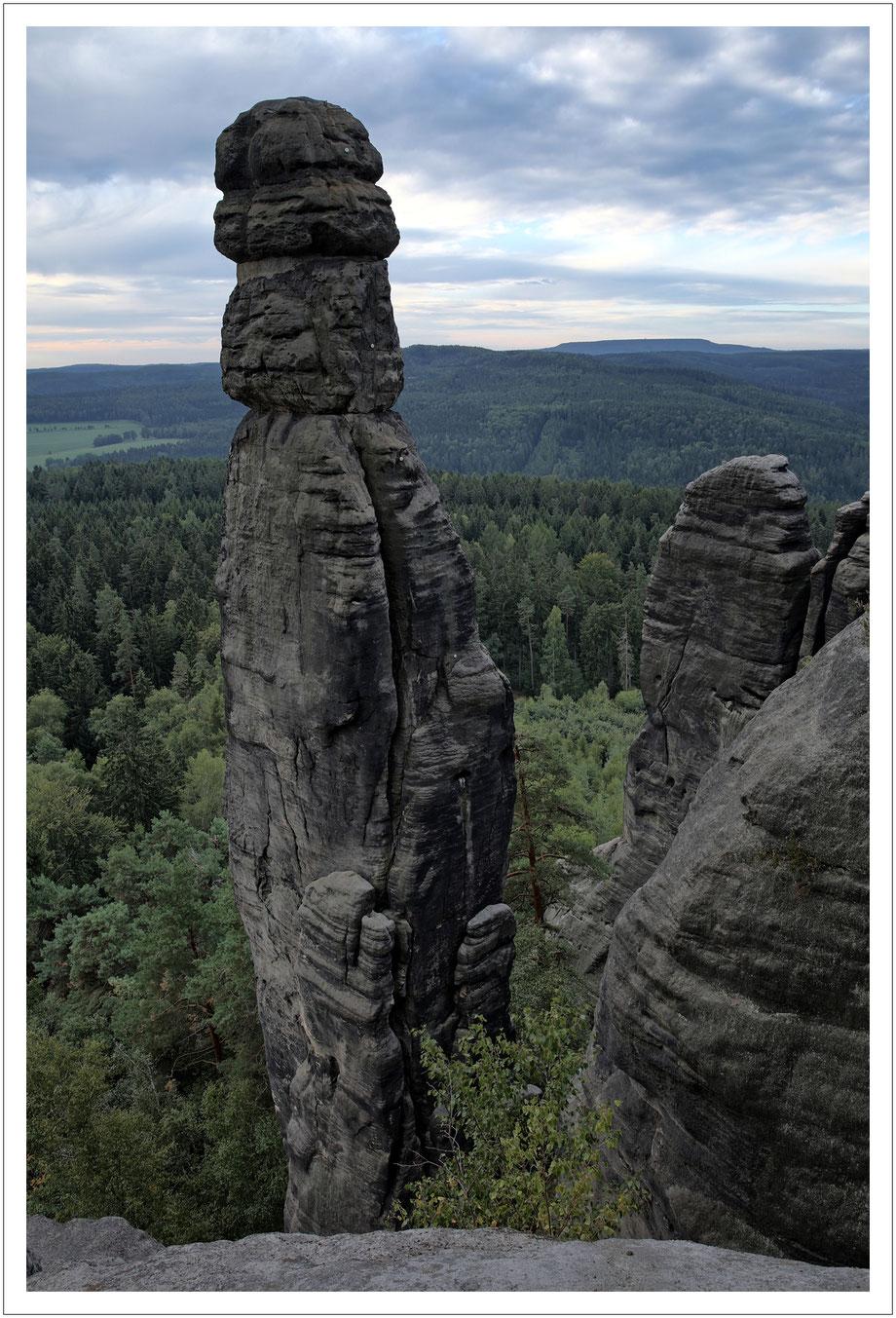 Eine Felsnadel mit 42,7 Meter Höhe - die muss man auch mal hochkant einstellen