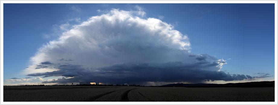 Da kommt der Regen - Gewitterzelle über Pirna