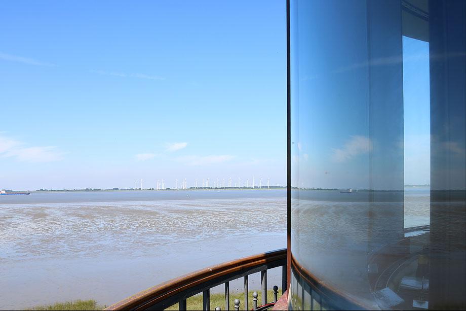 Bild: Blick vom Baljer Leuchtturm auf die Elbe ©Rita Helmholtz