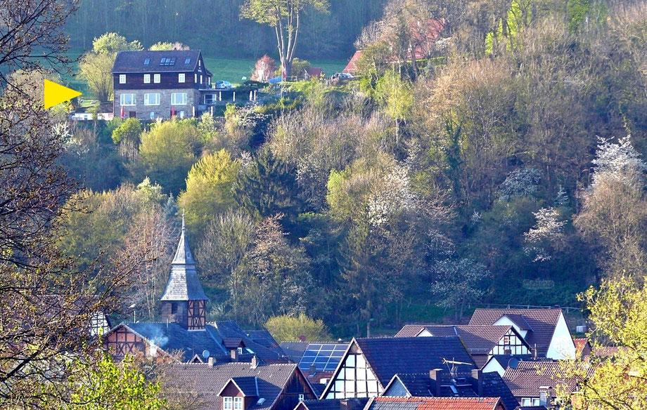 Gastronomiebetrieb Cafe zur Krukenburg -- oberhalb von 34385 Helmarshausen gelegen -- von dort schöner Blick ins Diemeltal und auf den Reinhardswald