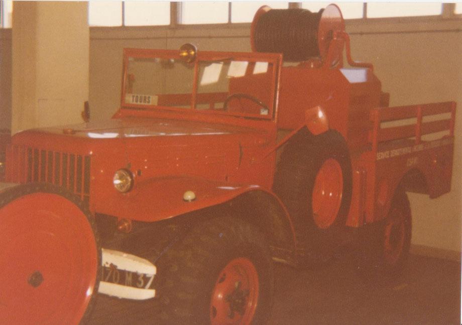 Véhicules de secours au CSP Tours Centre en 1985