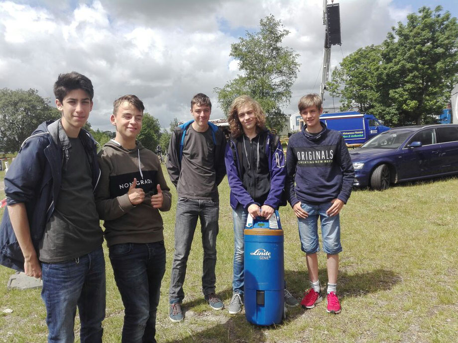 Hier ist nochmal das Team auf dem Gelände des Banter-See-Parks zu sehen.