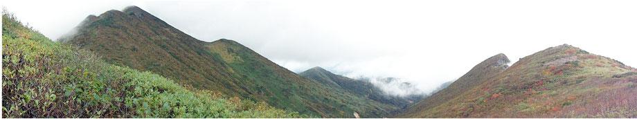 左から「巌鬼山」「岩木山・山頂」中央奥が「西法寺森」、右が「赤倉大崩落源頭」