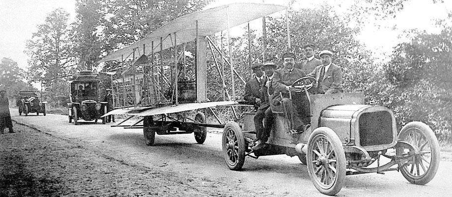 Sciences et techniques - Génies de la Sarthe - Beau livre - Lujees édition - Léon Bollée conduit Wilbur Wright et son Flyer vers le camp d'Auvours