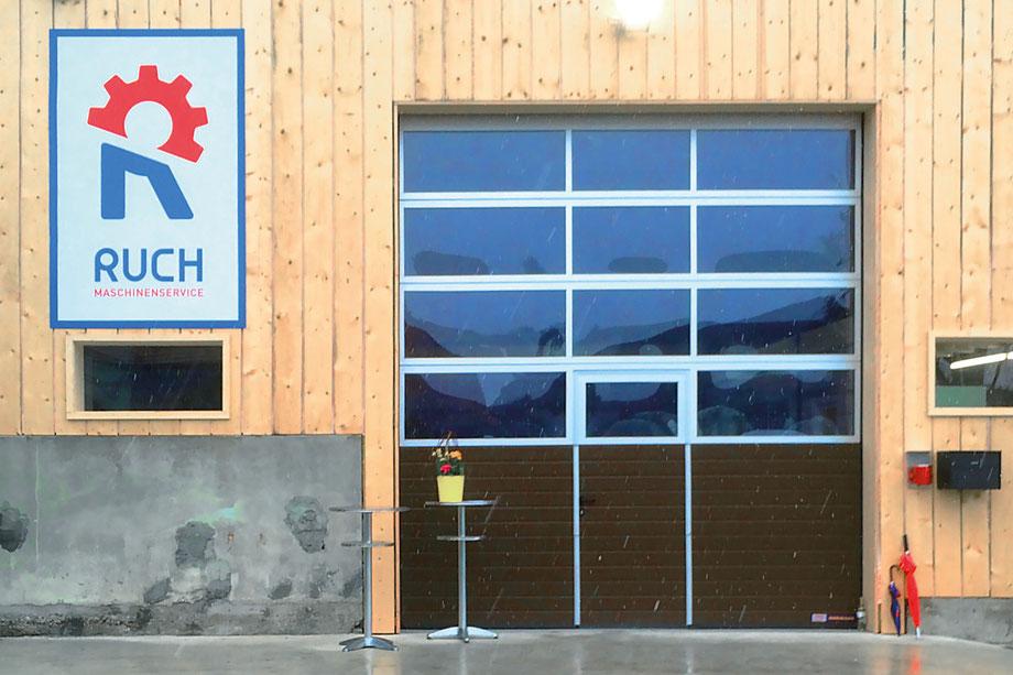 Ruch Maschinenservice Aefligen: Entwicklung Logo by Lockedesign, Burgdorf: Corporate Design Fassadenbeschriftung von Ruch Maschinenservice