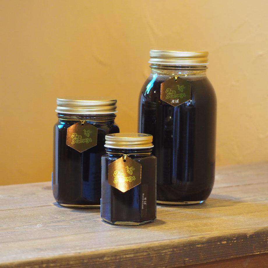 特有の風味と薫りにコクのある甘さが個性的な蜂蜜,国産純粋蜂蜜,そばはちみつ1.2kg,Bee Honey,はちみつオンライン通販ビーハニー