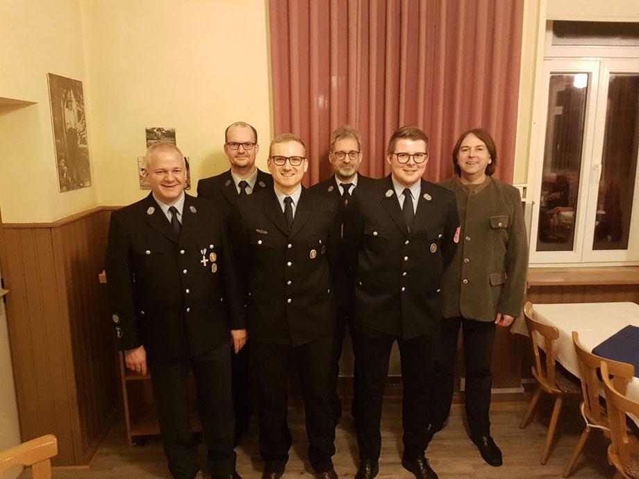 Frisch gewählt: der neue 1. Vorsitzende Manuel Englert, der neue Kassier Julius Beeger. Im Amt bestätigt wurde 1. Kommandant Sebastian Englert, 2. Kommandant Ralph Diehm sowie Schriftführer Dieter Wolf.