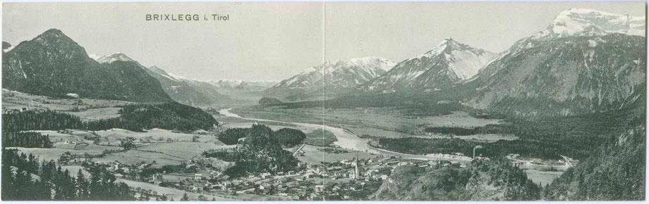 Brixlegg am Inn von Nordosten mit Rofan in den westlichen Brandenberger Alpen (rechts).  Klappkarte 9 x 28 cm  (eingeklappt 9 x 14 cm); Impressum: Barth(olomäus). Sommeregger, Brixlegg um 1910.  Inv.-Nr. vu914ld00104