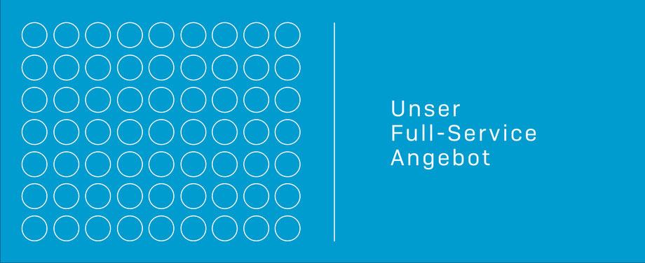 Die Grafik zeigt auf hellblauem Grund weiß gezeichnete Kreise, die im Rechteck angeordnet sind. Rechts steht geschrieben: Unser Full-Service Angebot. komjunik - die Marketingagentur und Werbeagentur aus Magdeburg.