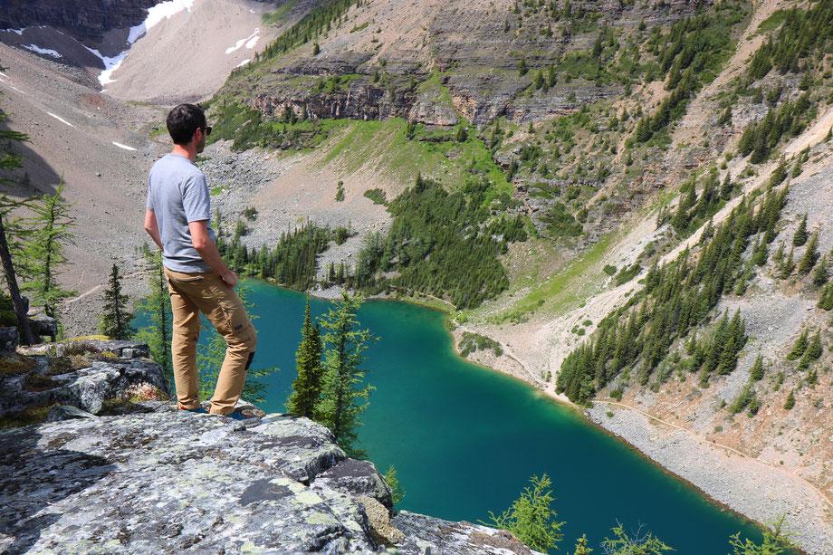 Vue sur le Lake Agnes depuis Big Beehive à Lake Louise dans le Banff National Park