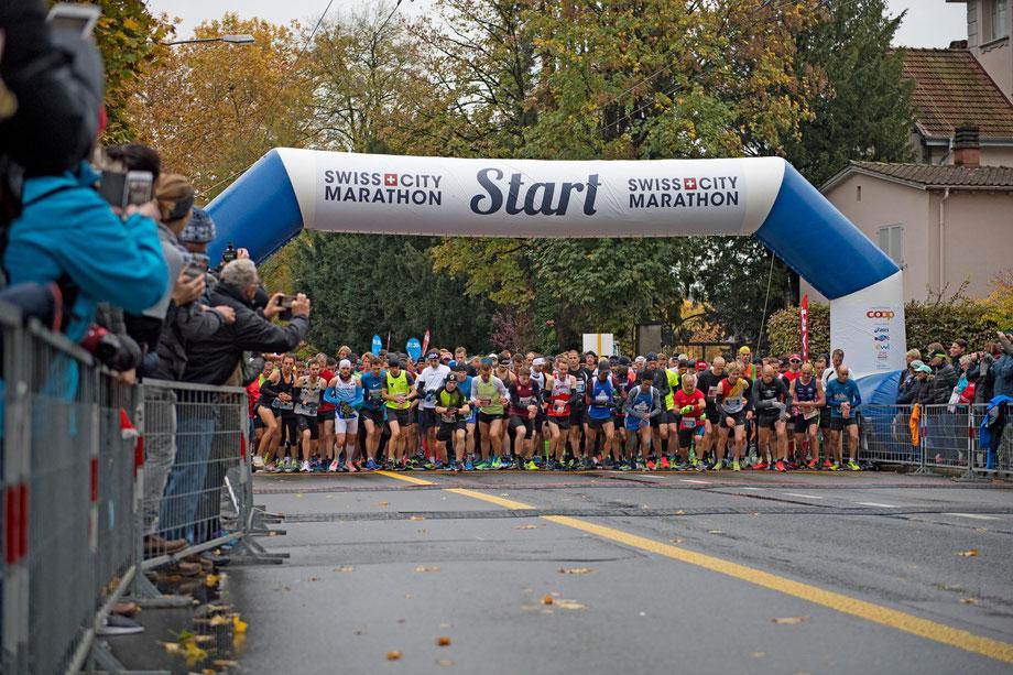 Gute Bedingungen und ein grosses Feld beim Halbmarathon, gemischt mit dem Marathon, verprach ein tolles Rennen. (Bild: Veranstalter)