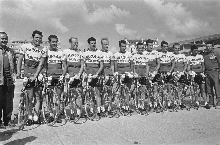 L'équie Margnat-Paloma sur le Tour de France 1964.