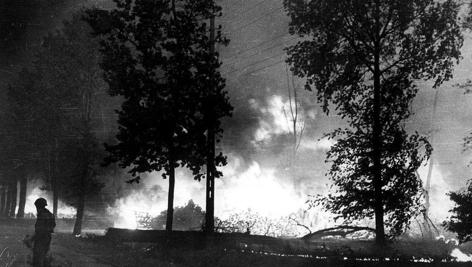 En 1949 et face à un incontrôlable brasier, Jean-Claude se portrait volontaires pour défendre les portes du Val de l'Eyre.
