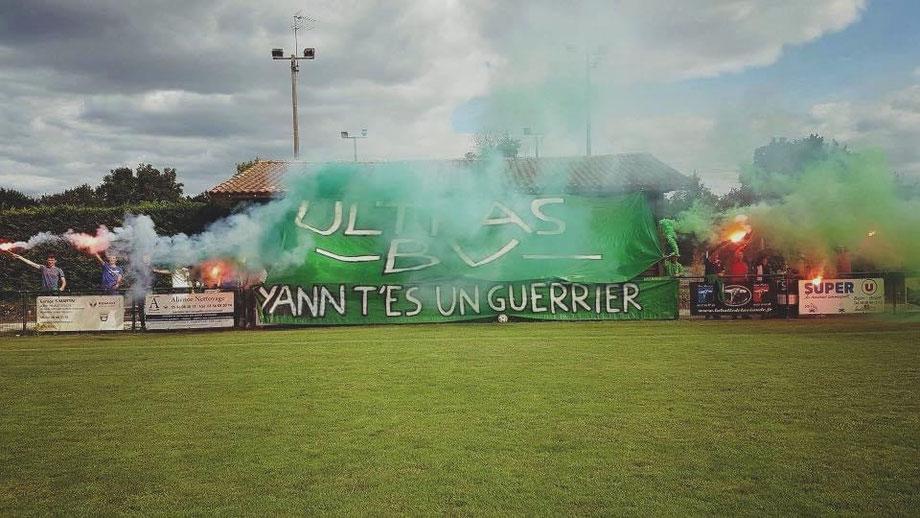 Spectacle de fumigènes au stade Pierre Mano en 2017.