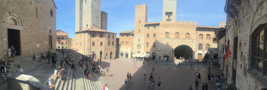 San Gimignano Marktplatz Reisetipp Italien Toskana