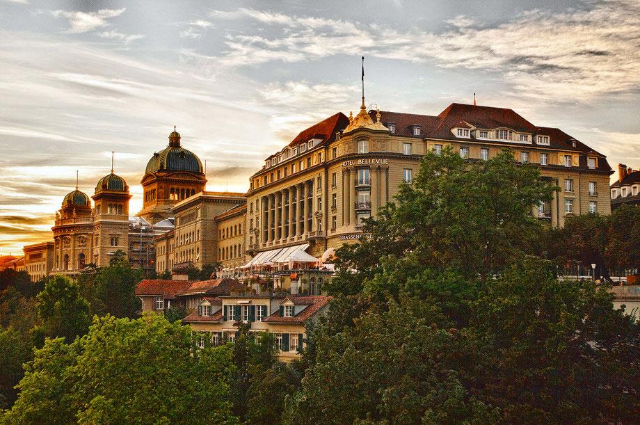 Zentral und in unmittelbarer Nachbarschaft des Bundeshauses gelegen, bildet das BELLEVUE PALACE Bern ein imposantes Architektur-Ensemble am Südrand der Berner Altstadt.