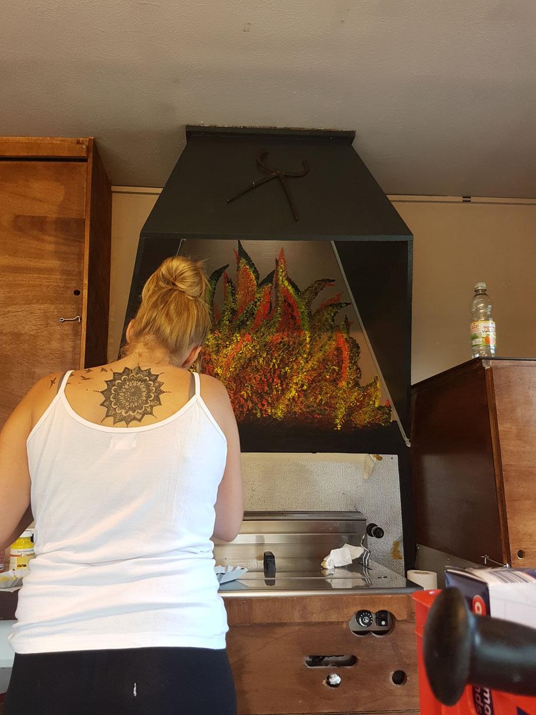 Bild Nr 27---August  2017 meine Tochter macht mir meine Flammen