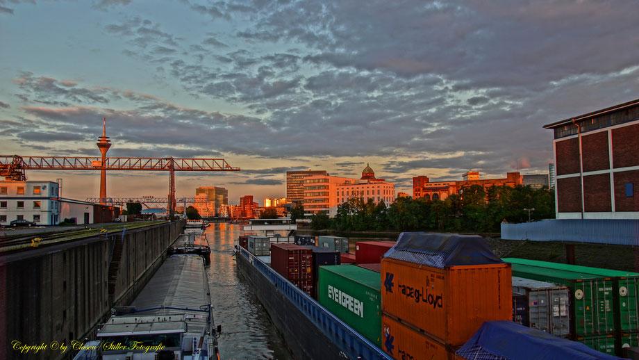 Düsseldorfer Hafen, Düsseldorf, Clasen/Stiller Fotografie, Udo Clasen, Patrick Stiller, Städte, Medienhafen, Schiffe, Düssel, Rhein,