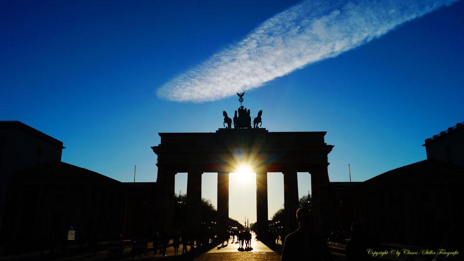 Brandenburger Tor, Berlin, Sonnenstrahlen, Wolken, Sonnenuntergang,