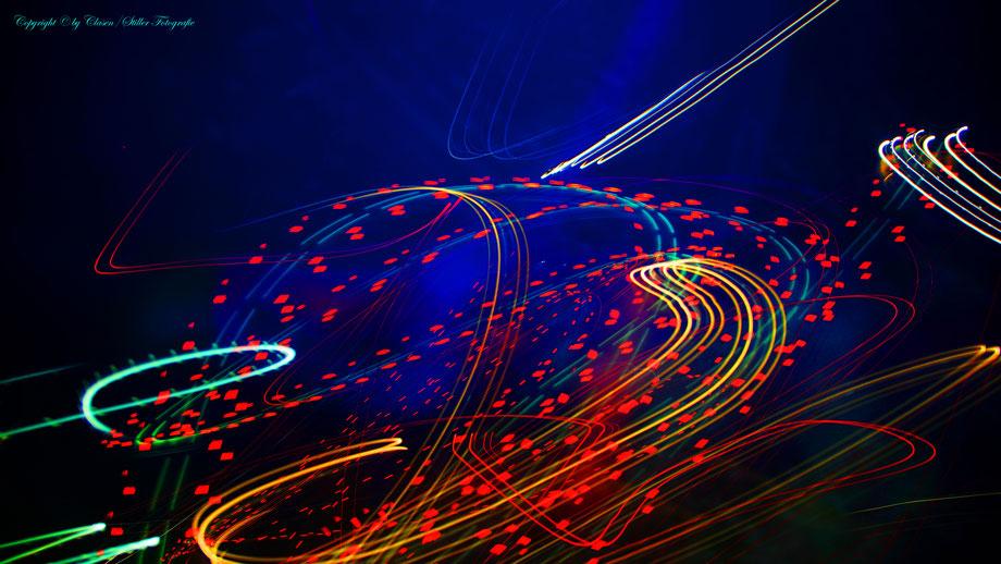 Clasen/Stiller Fotografie, Udo Clasen, Patrick Stiller, Nachtaufnahme, Abcstrakte Fotos, Langzeitbelichtung, Sonnenaufgang, rot, grün, blau, orange, gold, abstrakte lichter, HDR, Düsseldorf, Duisburg, abstraktes, Kunst, Fotokunst, farbenspiel, TOP 100,