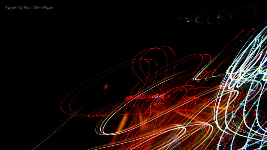 Clasen/Stiller Fotografie, Udo Clasen, Patrick Stiller, Nachtaufnahme, Abstrakte Fotos, Langzeitbelichtung, Sonnenaufgang, rot, grün, blau, orange, gold, abstrakte lichter, HDR, Düsseldorf, Duisburg, abstraktes, Kunst, Fotokunst, farbenspiel, TOP 100,