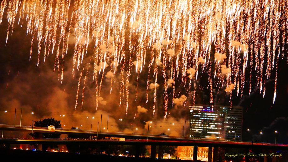 Japantag Düsseldorf Feuerwerk 2017, Clasen/Stiller Fotografie, Udo Clasen, Patrick Stiller, Feuerwerk, Japan, Japantag, Düsseldorf, Rhein,