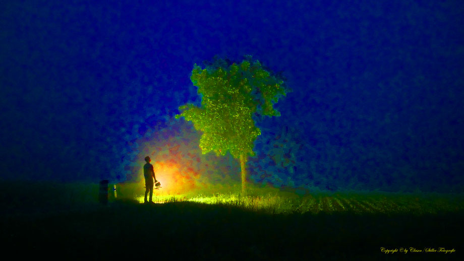 Clasen/Stiller Fotografie, Udo Clasen, Patrick Stiller, Nachtaufnahme, Abstrakte Fotos, Langzeitbelichtung, Sonnenaufgang, rot, grün, blau, orange, gold, Düsseldorf Fernsehturm, Duisburg, abstraktes, Kunst, Fotokunst, farbenspiel, Wolken, Neandertal,