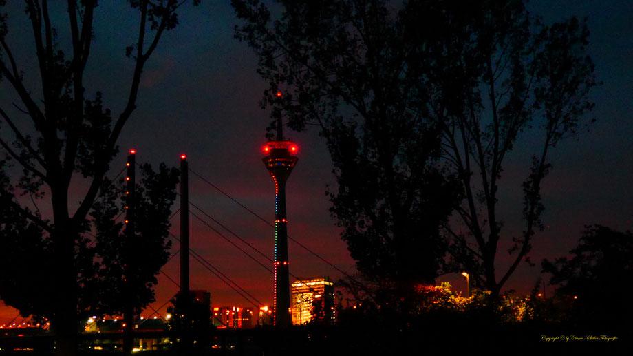 Düsseldorfer Fernsehturm, Nachtaufnahme, Langzeitbelichtung,