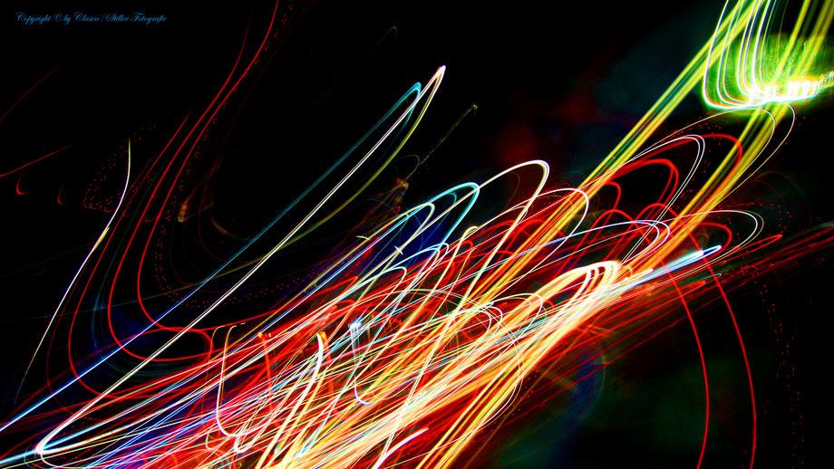 Clasen/Stiller Fotografie, Udo Clasen, Patrick Stiller, Nachtaufnahme, Abstrakte Fotos, Langzeitbelichtung, Sonnenaufgang, rot, grün, blau, orange, gold, gelb, abstrakte lichter, HDR, Düsseldorf, Duisburg, abstraktes, Kunst, Fotokunst, farbenspiel,
