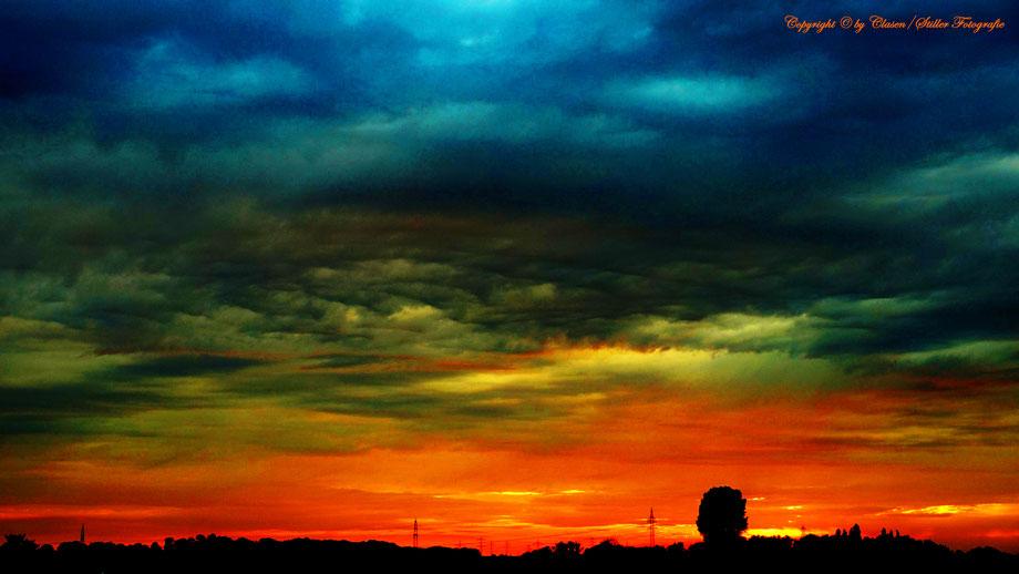 Clasen/Stiller Fotografie, Udo Clasen, Patrick Stiller, Nachtaufnahme, Abstrakte Fotos, Langzeitbelichtung, Sonnenaufgang, rot, grün, blau, orange, gold, HDR, Düsseldorf Fernsehturm, Duisburg, abstraktes, Kunst, Fotokunst, farbenspiel, Wolken, Ratingen,