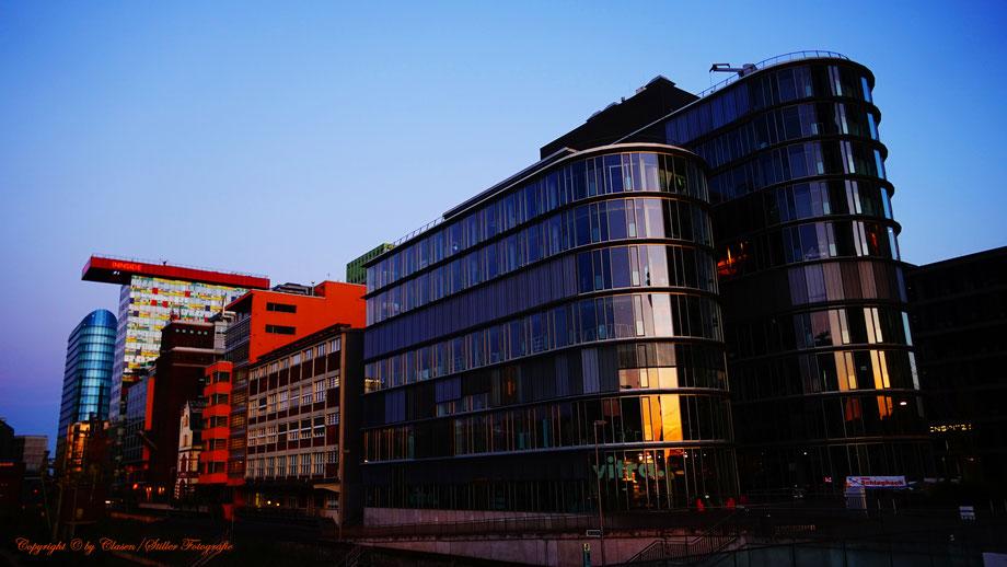 Medienhafen Düsseldorf, Clasen/Stiller Fotografie, Udo Clasen, Patrick Stiller, Nachtaufnahme, Langzeitbelichtung, Sonnenaufgang, rot, grün, blau, orange, gold, abstraktes, HDR, Düsseldorf, Duisburg, abstraktes, Kunst, Fotokunst, farbenspiel, Natur,