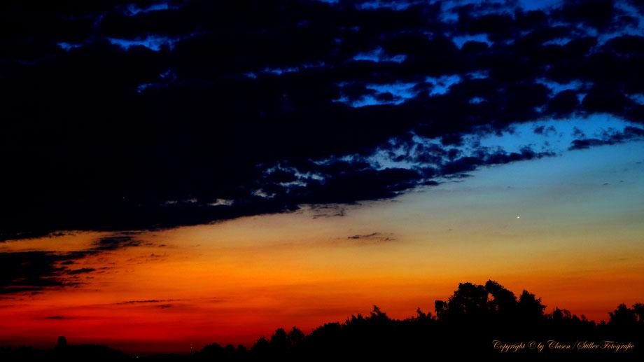 Clasen/Stiller Fotografie, Udo Clasen, Patrick Stiller, Nachtaufnahme, Abstrakte Fotos, Langzeitbelichtung, Sonnenaufgang, rot, grün, blau, orange, gold, abstrakte lichter, HDR, Düsseldorf, Duisburg, abstraktes, Kunst, Fotokunst, farbenspiel, Natur,