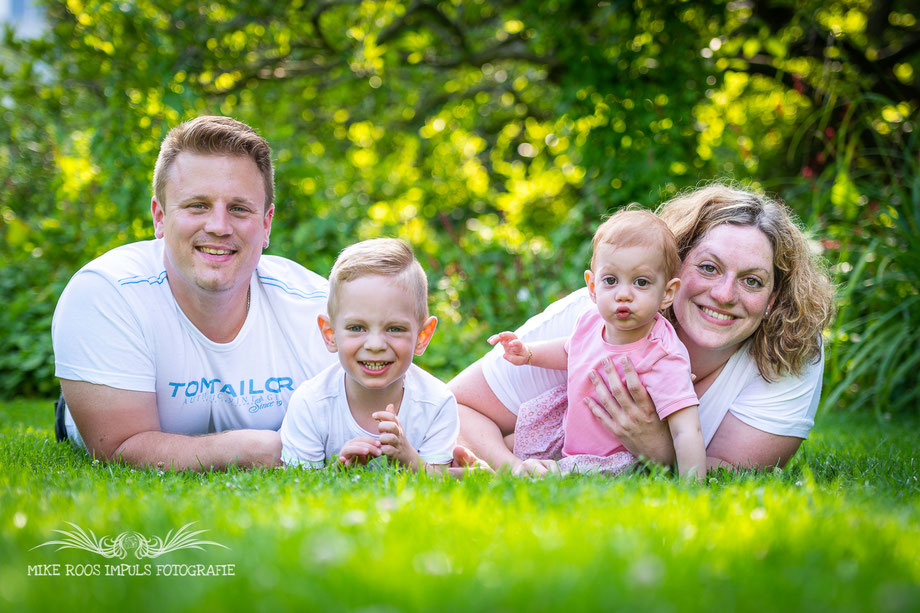 Familienfotografie, Pärchenfotografie, Taufe, Gruppen, Babybauch Fotografie