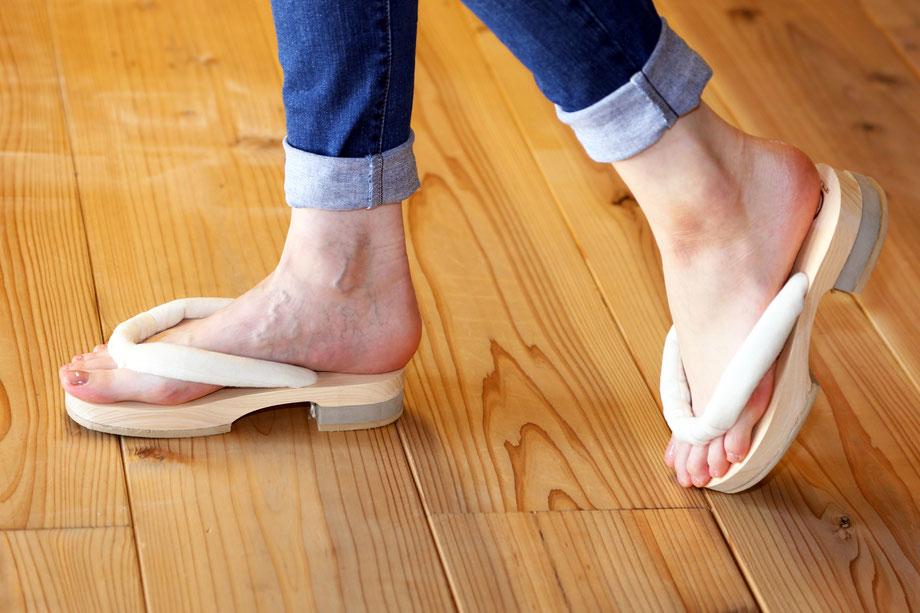 足指運動が容易にできるGETALS(ゲタル)は外反母趾や浮指対策に効果的です。快適な五本指下駄はGETALSです。足指の刺激が気持ちいい下駄です。