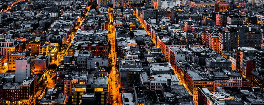 Strassenzüge in New York am Abend